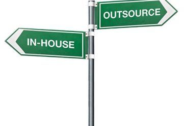 inhouse-vs-outsource-photography-thumb